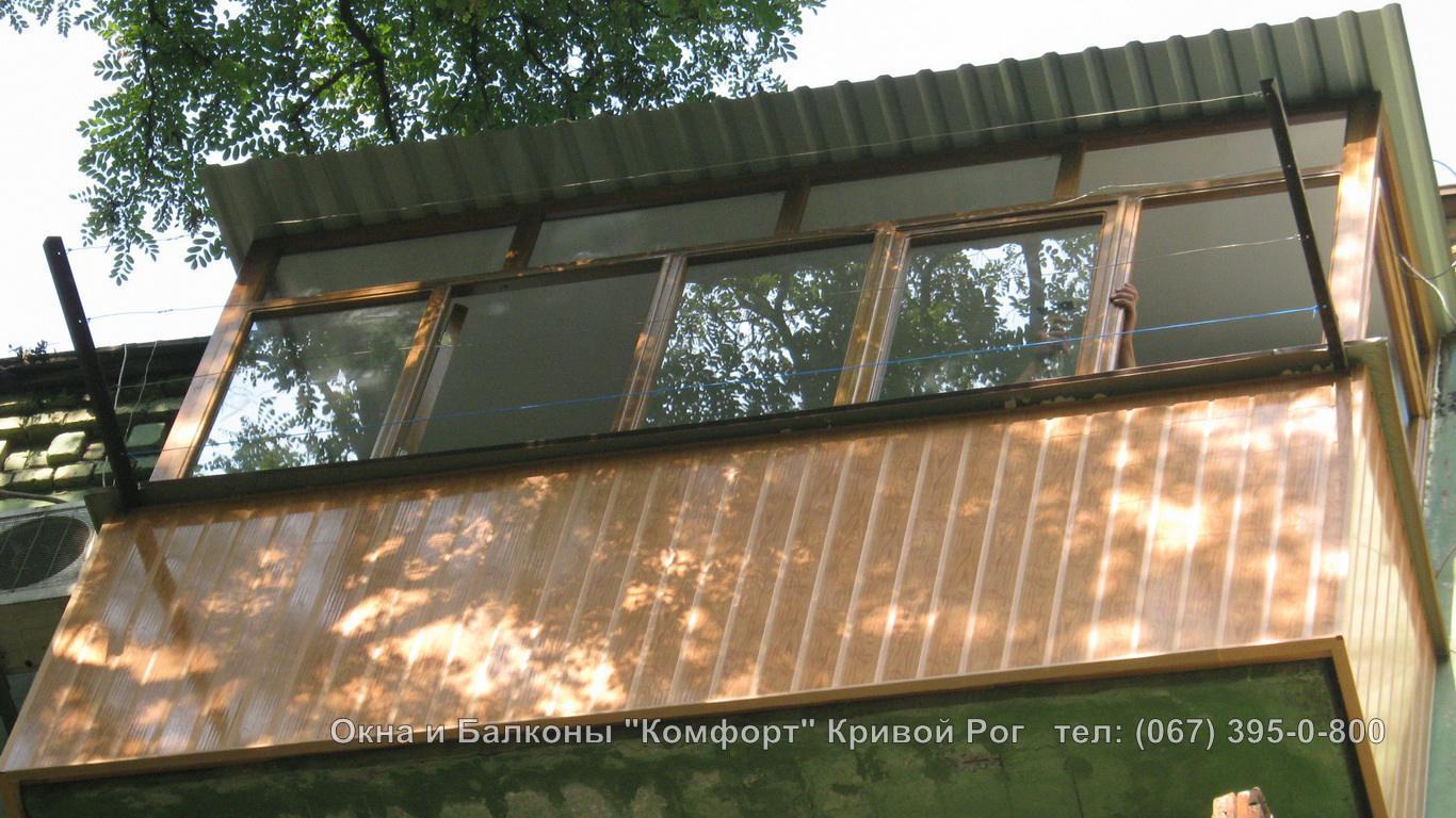 Остекление балкона с крышей кривой рог