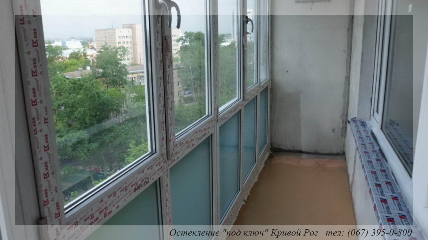 Балконное окно от пола до потолка.