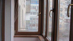 Обшивка балкона структурным пластиком